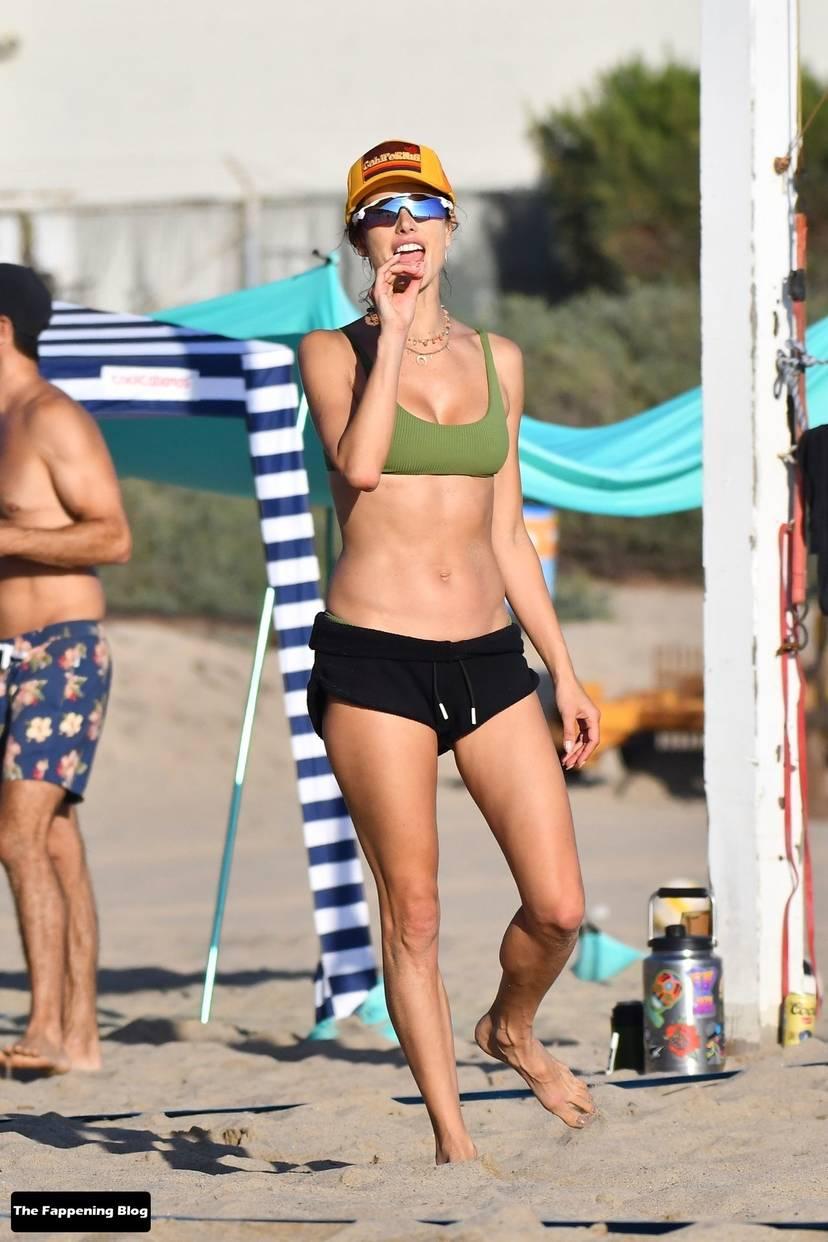 Alessandra Ambrosio on Beach 123