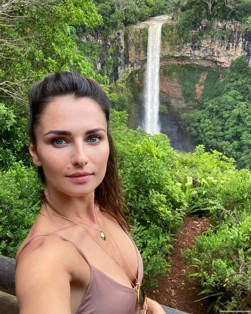 Anna Safroncik Nude Sexy 31