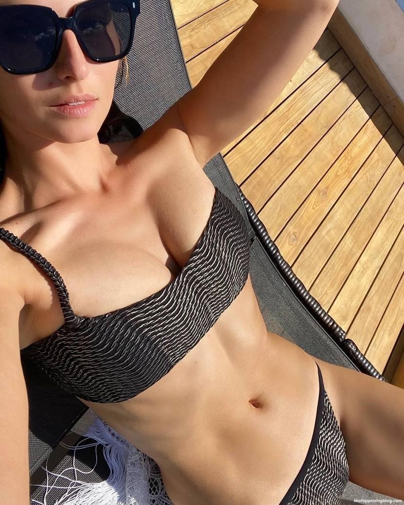 Anna Safroncik Nude Sexy 43