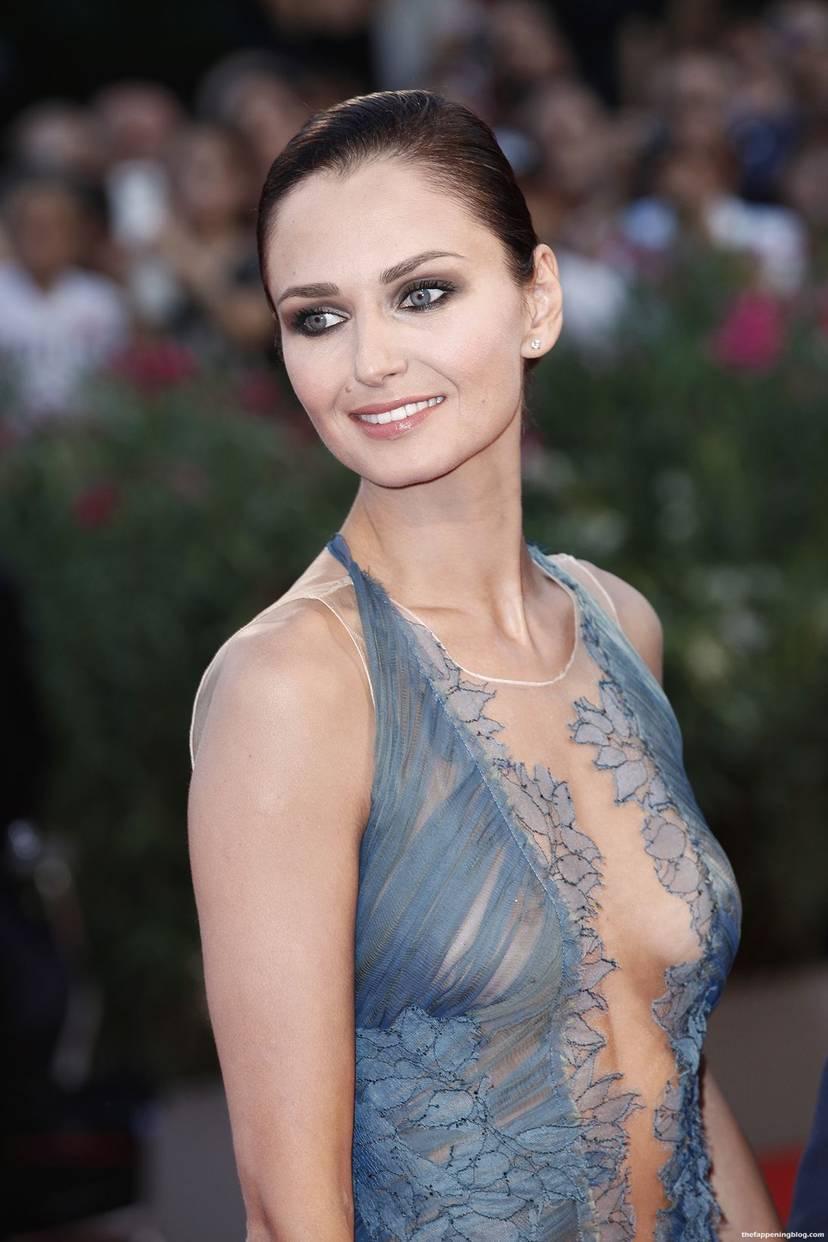 Anna Safroncik Nude Sexy 59
