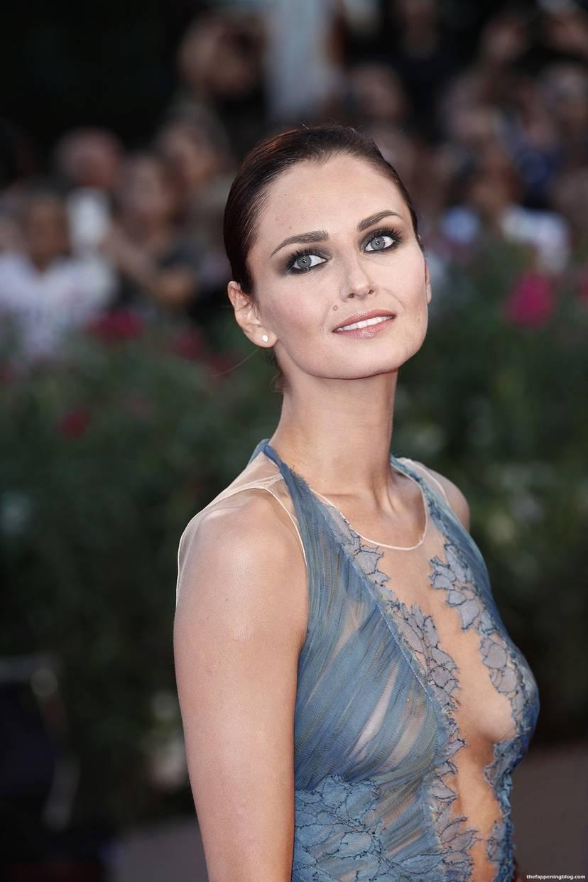 Anna Safroncik Nude Sexy 72
