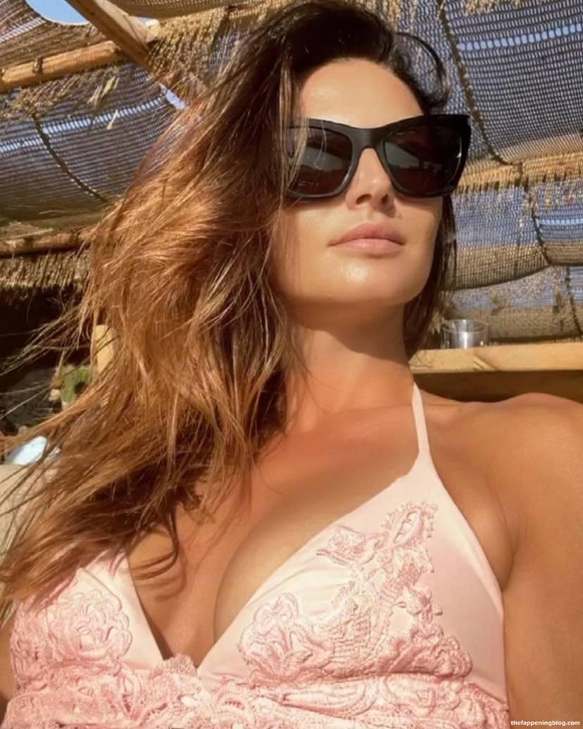Anna Safroncik Nude Sexy 76