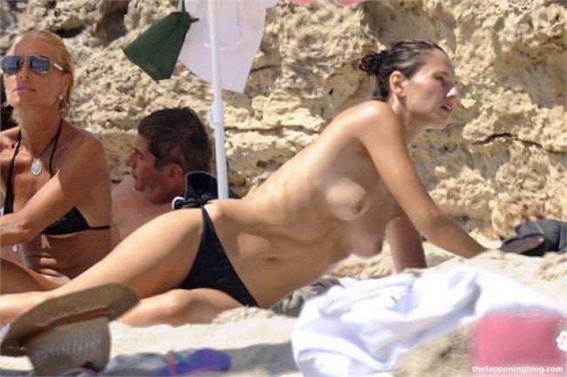 Anna Safroncik Nude Sexy 106