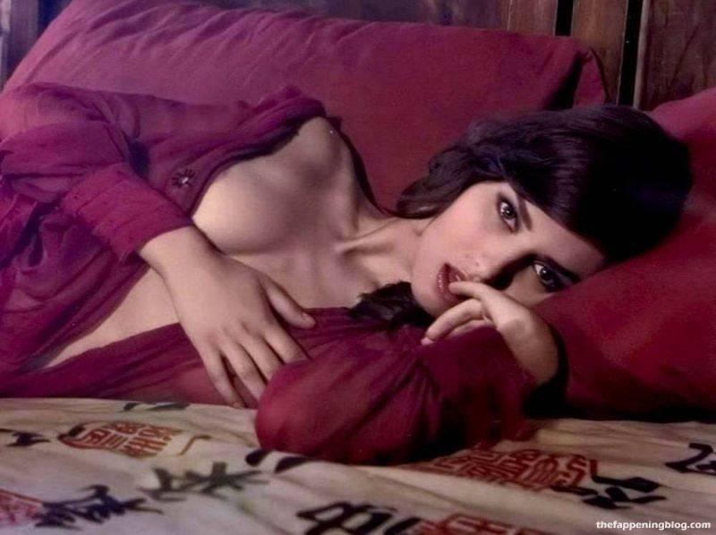 Anna Safroncik Nude Sexy 115