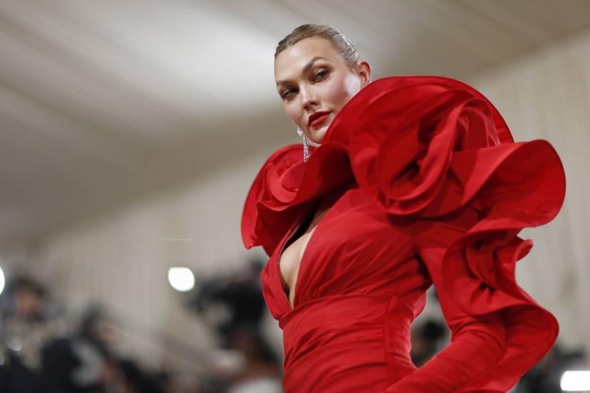Karlie Kloss Cleavage Dress 1