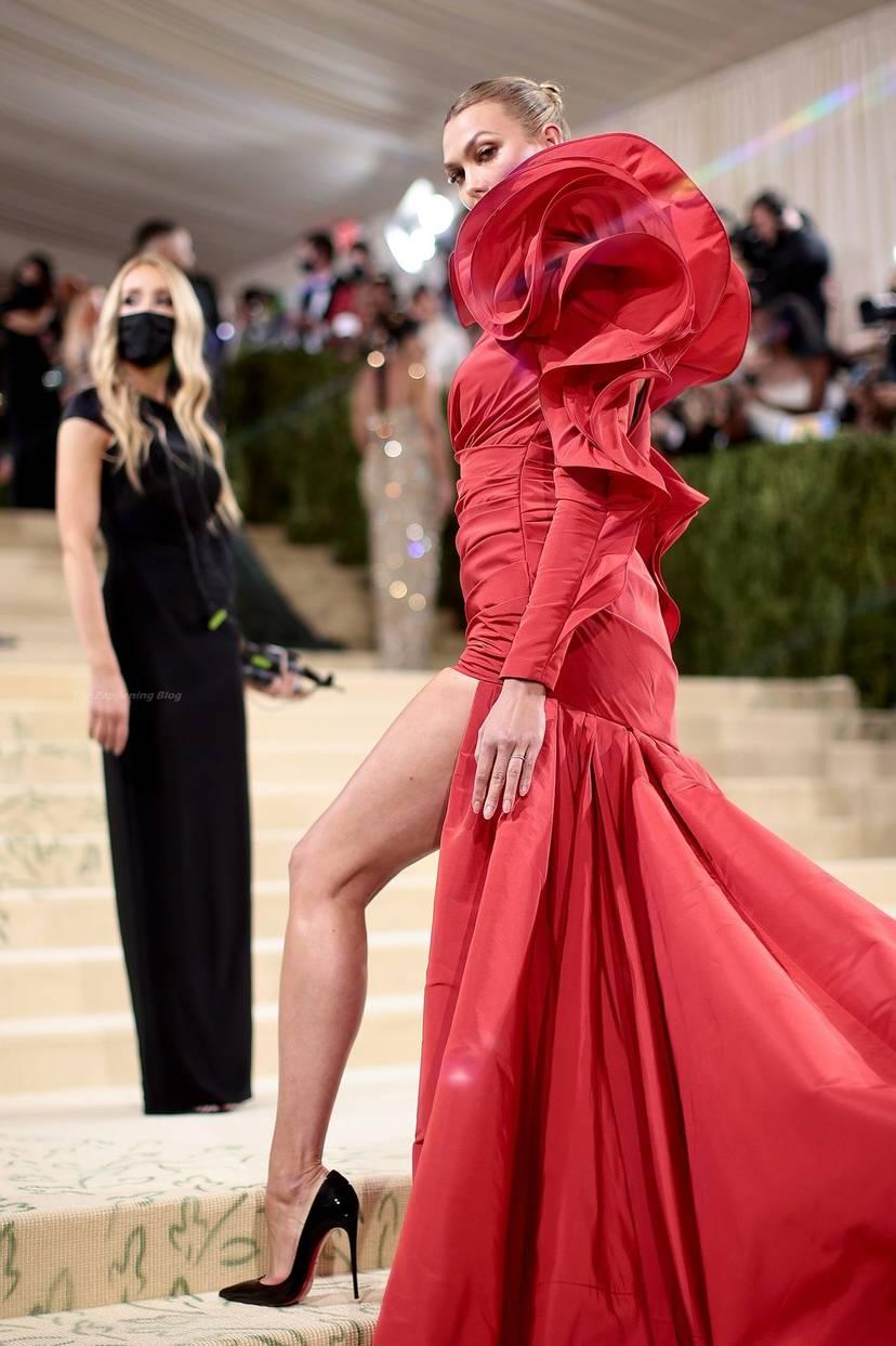 Karlie Kloss Cleavage Dress 4