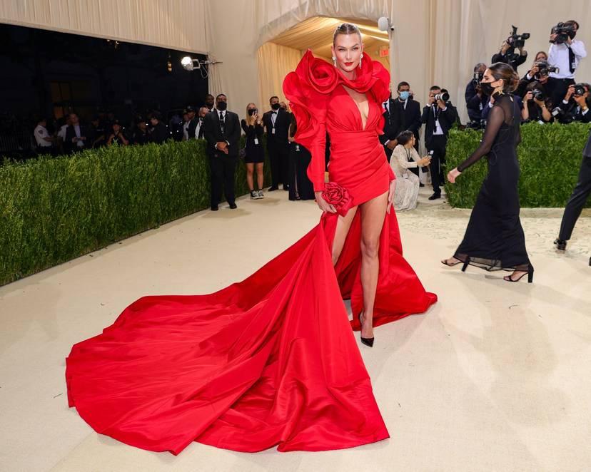 Karlie Kloss Cleavage Dress 5