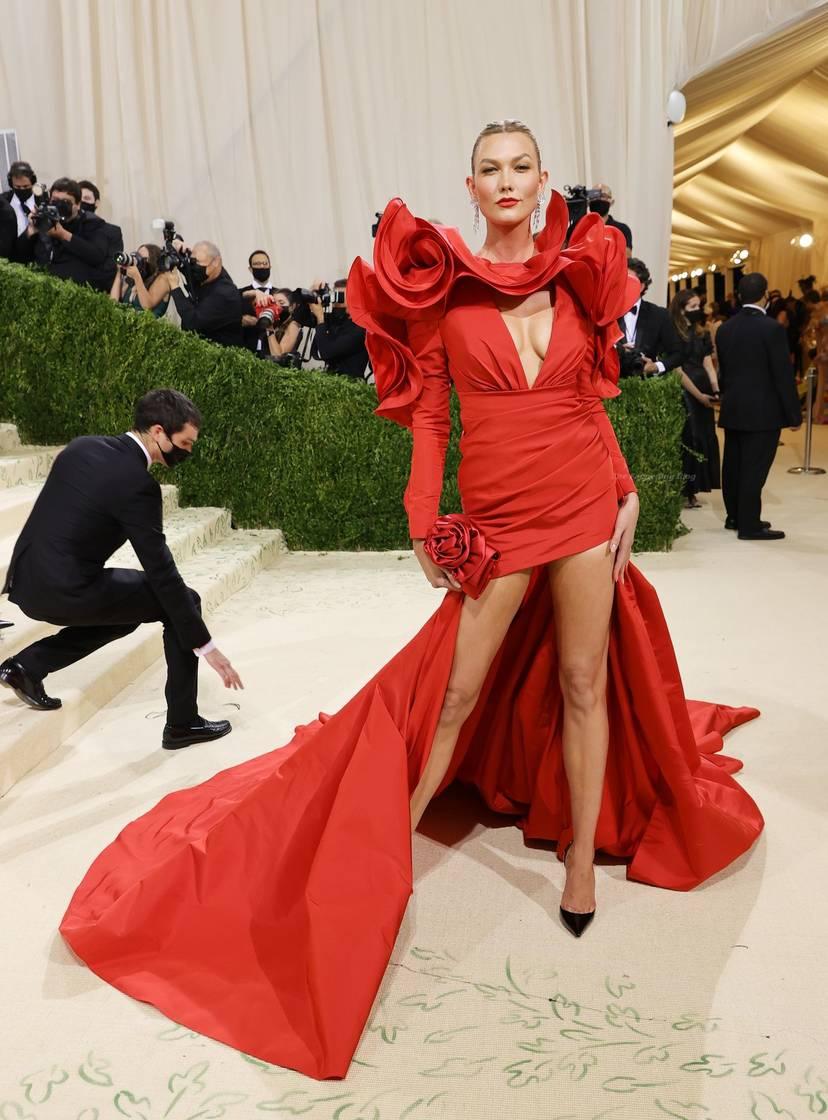 Karlie Kloss Cleavage Dress 6