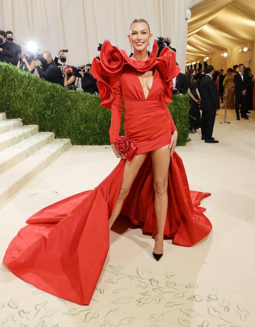 Karlie Kloss Cleavage Dress 7