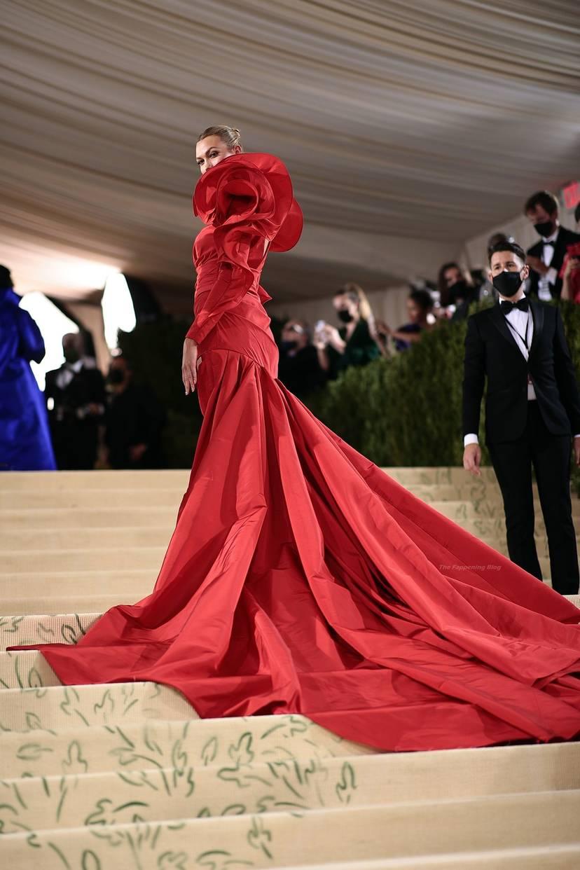 Karlie Kloss Cleavage Dress 10