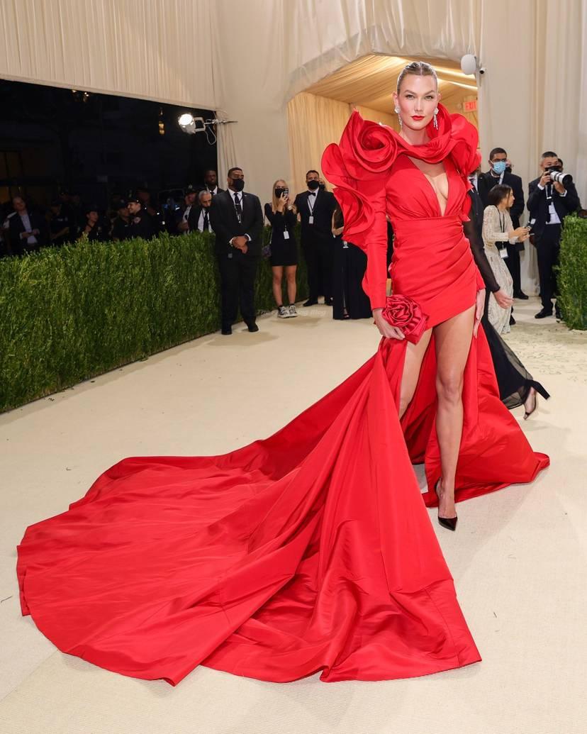 Karlie Kloss Cleavage Dress 12