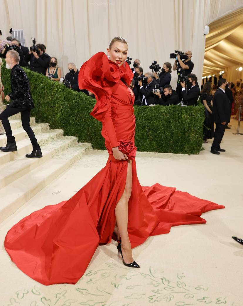 Karlie Kloss Cleavage Dress 13