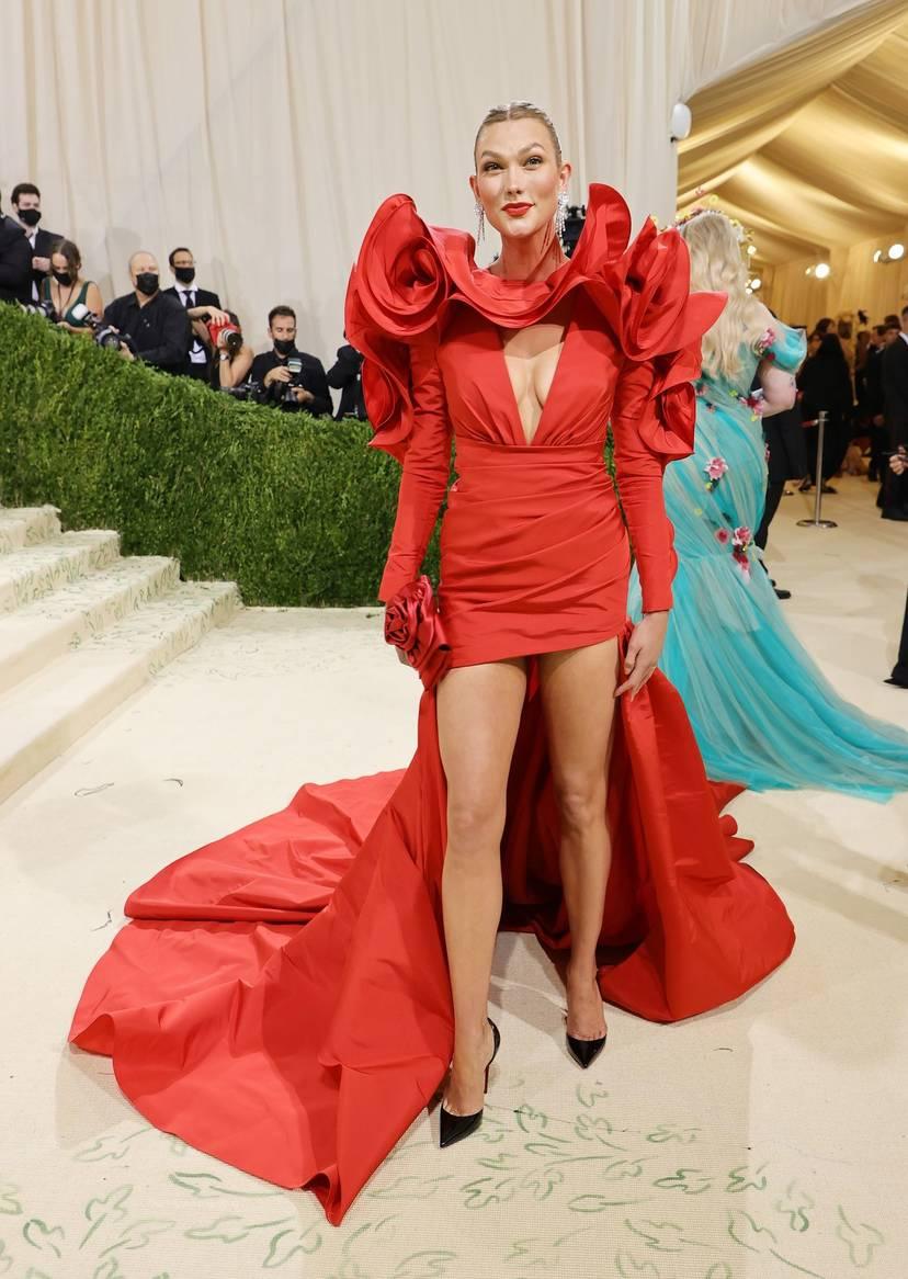 Karlie Kloss Cleavage Dress 14