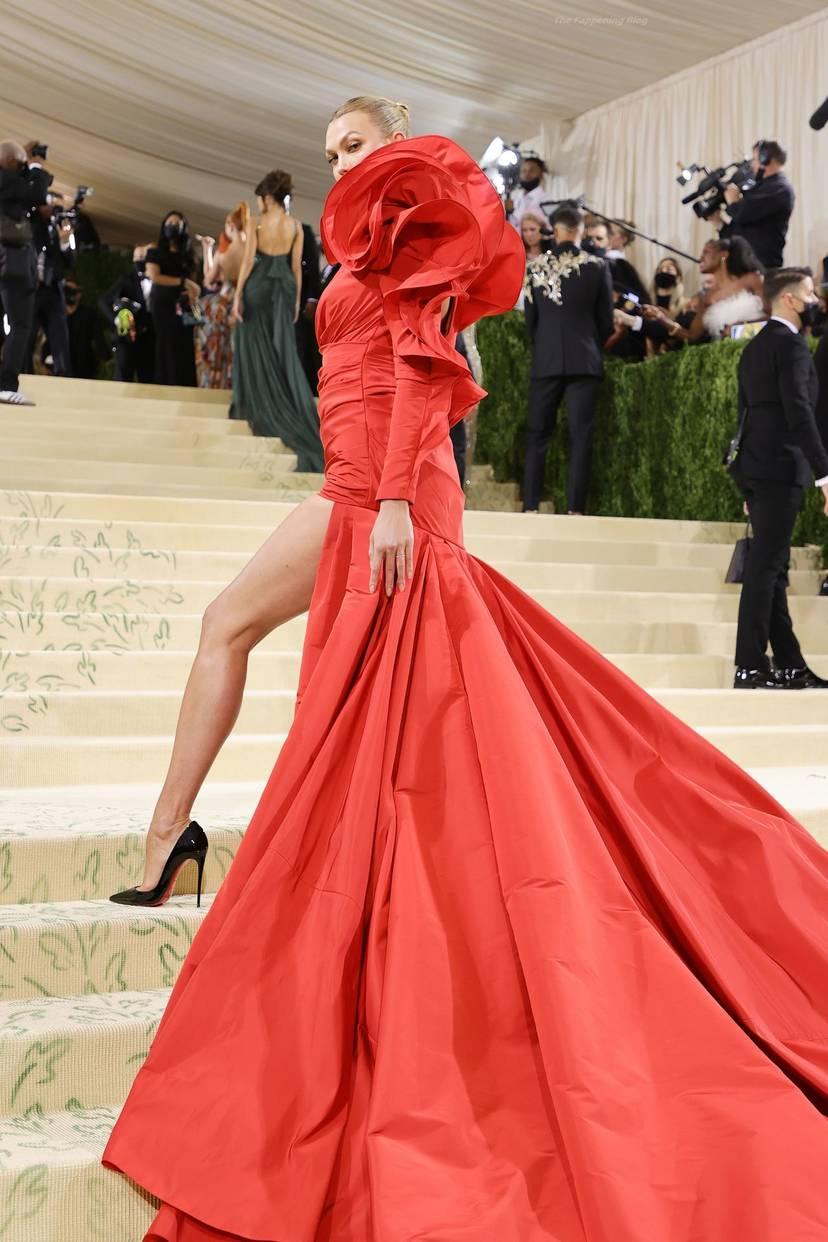 Karlie Kloss Cleavage Dress 16