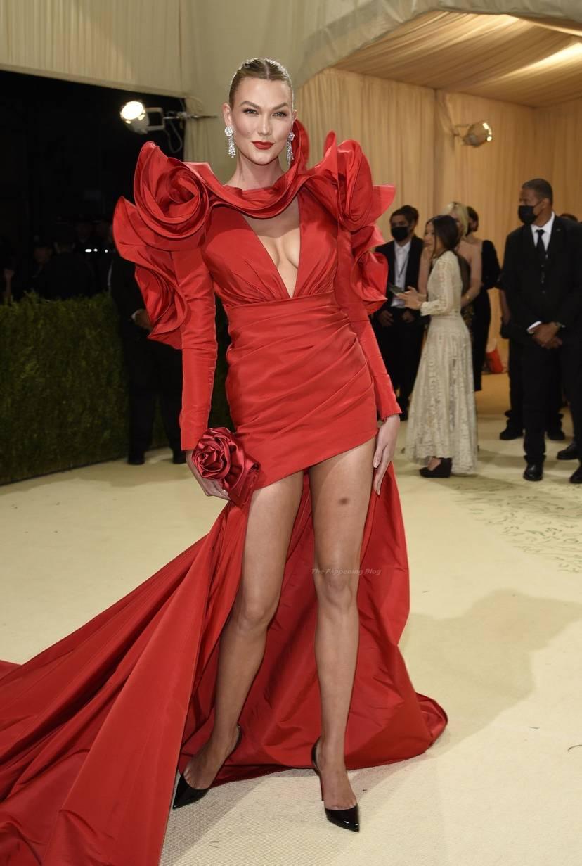 Karlie Kloss Cleavage Dress 20