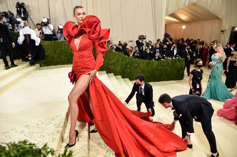Karlie Kloss Cleavage Dress 21