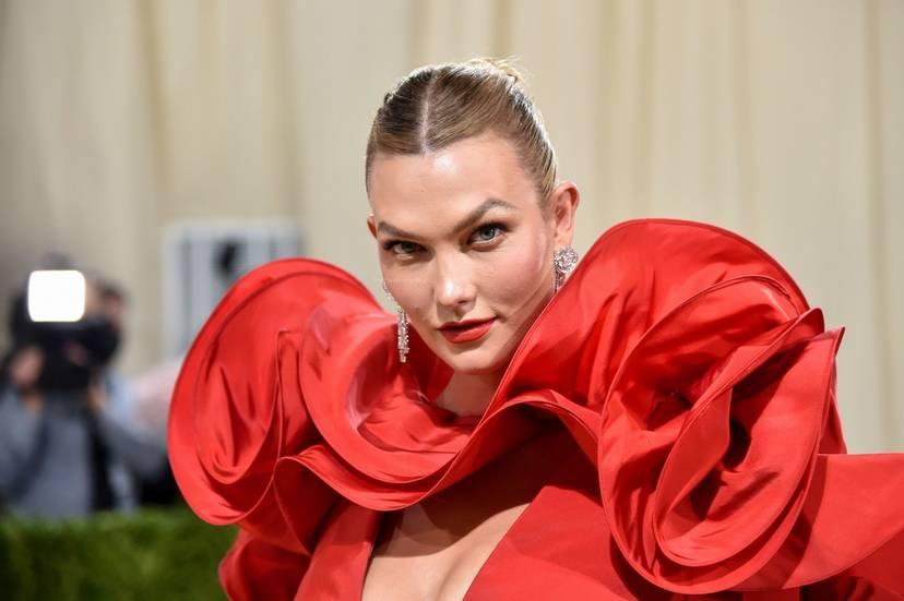 Karlie Kloss Cleavage Dress 22