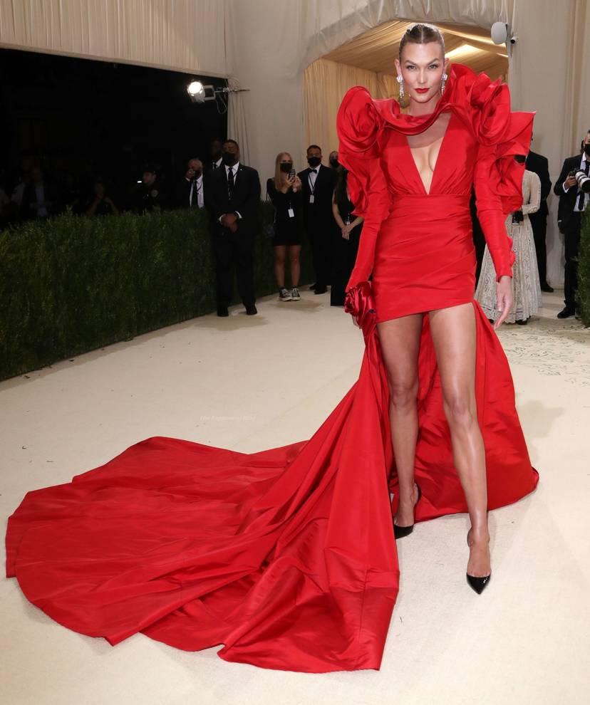 Karlie Kloss Cleavage Dress 24