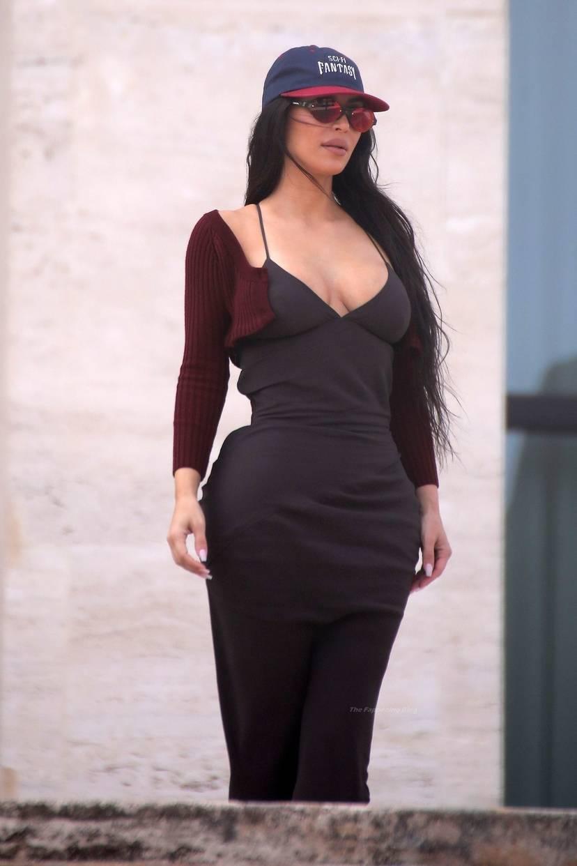 Kim Kardashian Sexy 10