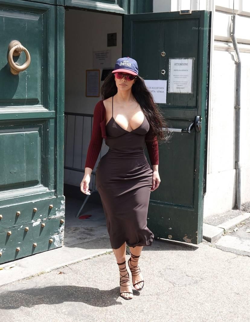 Kim Kardashian Sexy 17