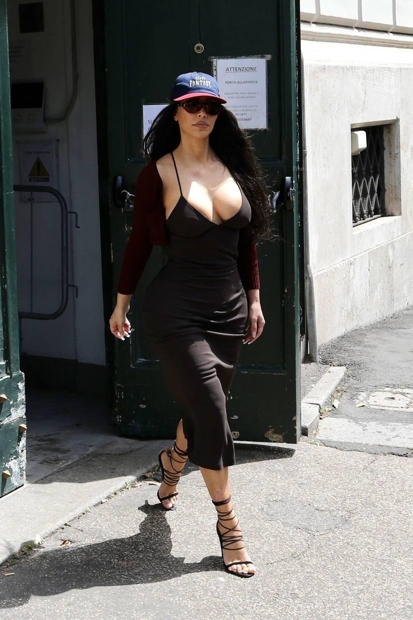 Kim Kardashian Sexy 44