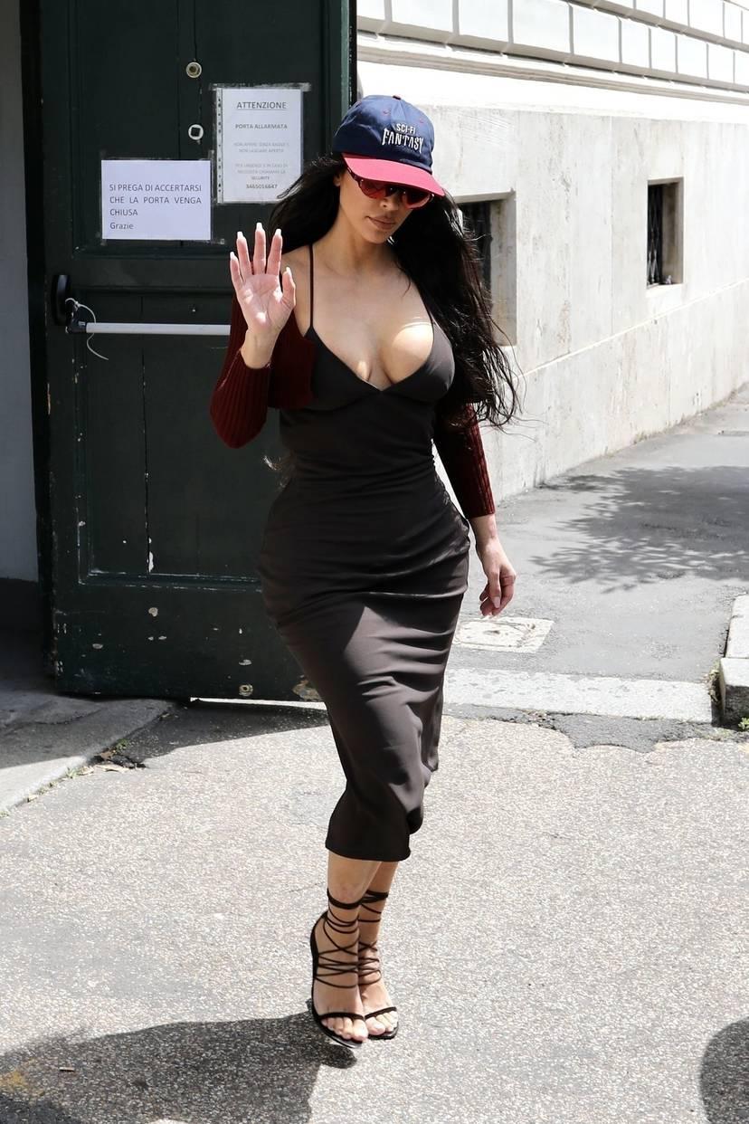 Kim Kardashian Sexy 49