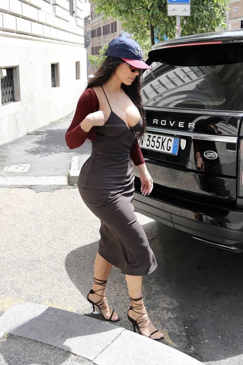 Kim Kardashian Sexy 55
