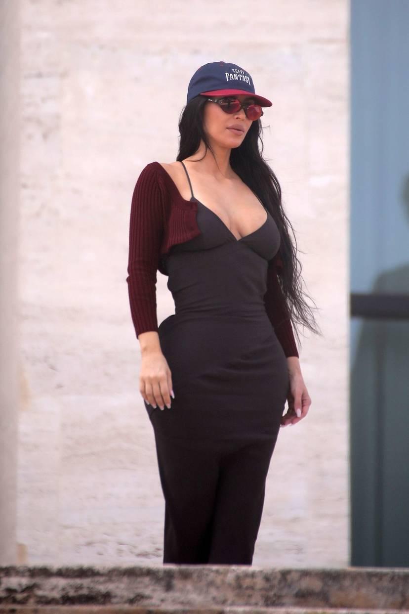 Kim Kardashian Sexy 69