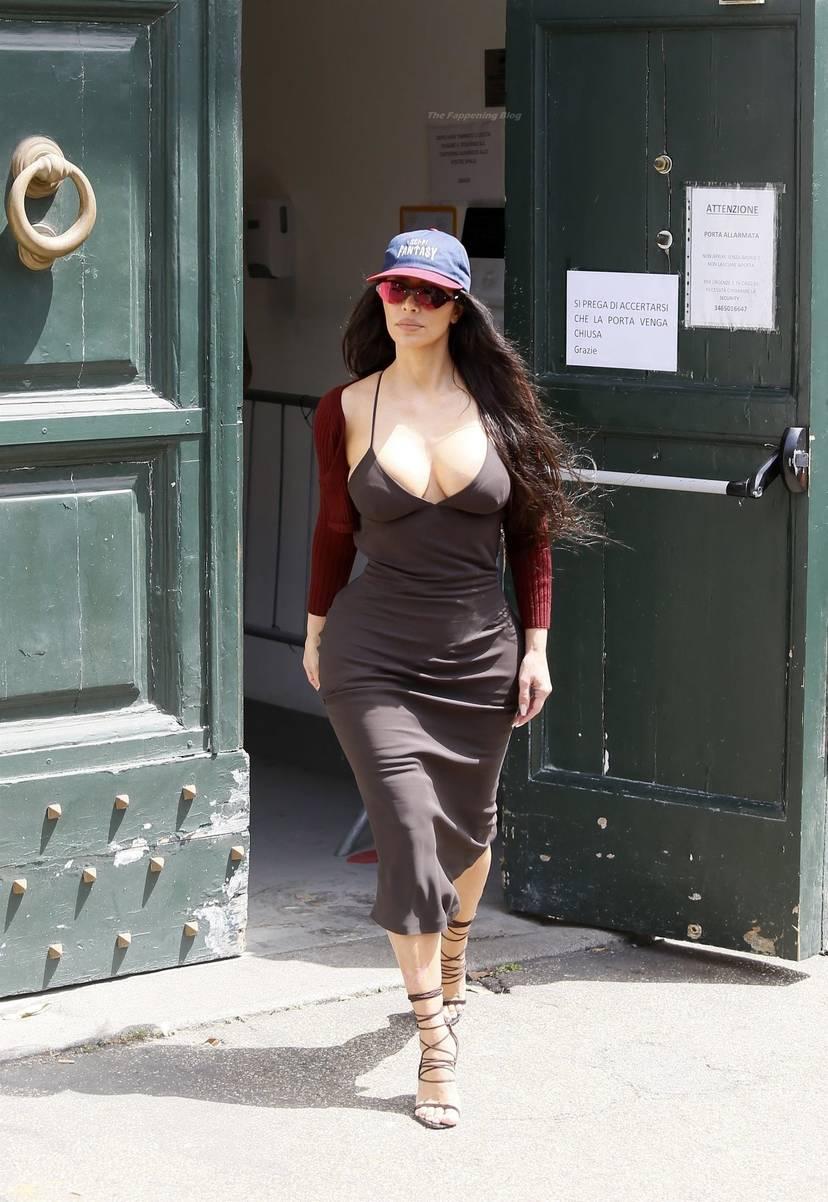 Kim Kardashian Sexy 74