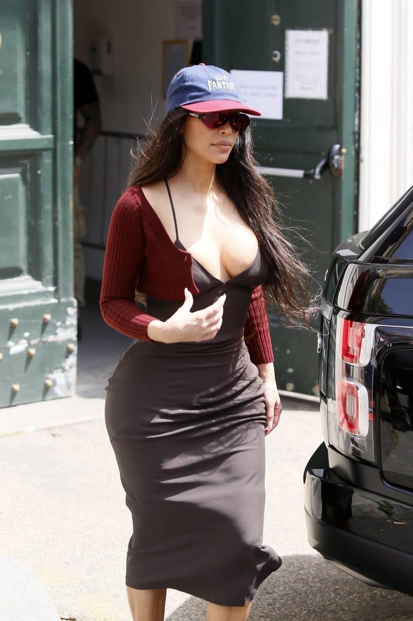 Kim Kardashian Sexy 86