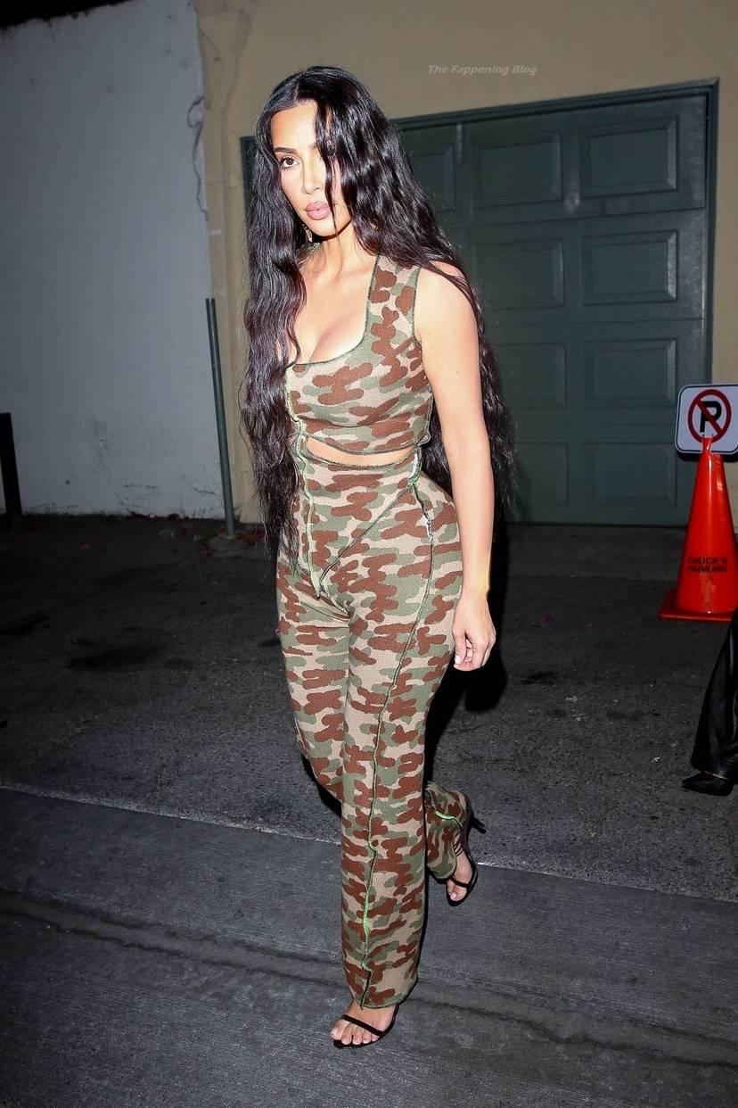 Kim Kardashian Sexy 18