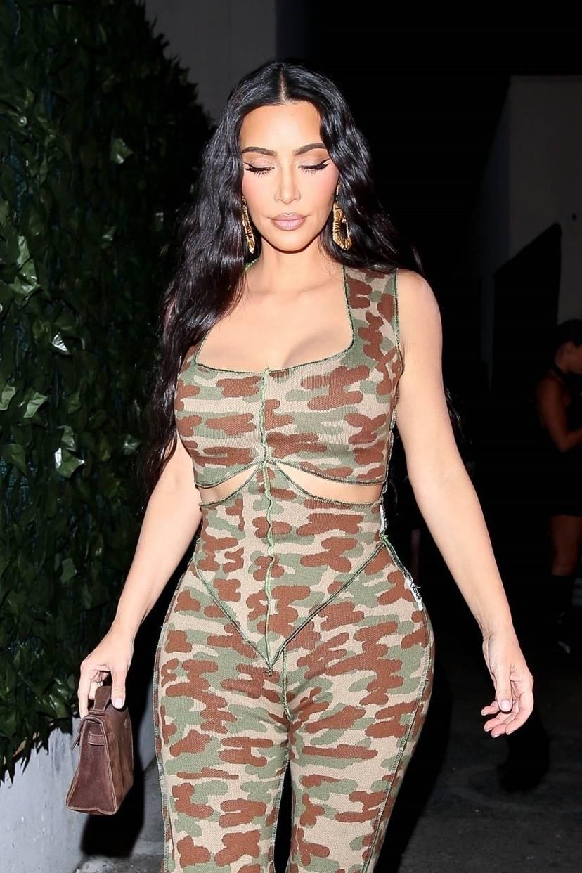Kim Kardashian Sexy 54