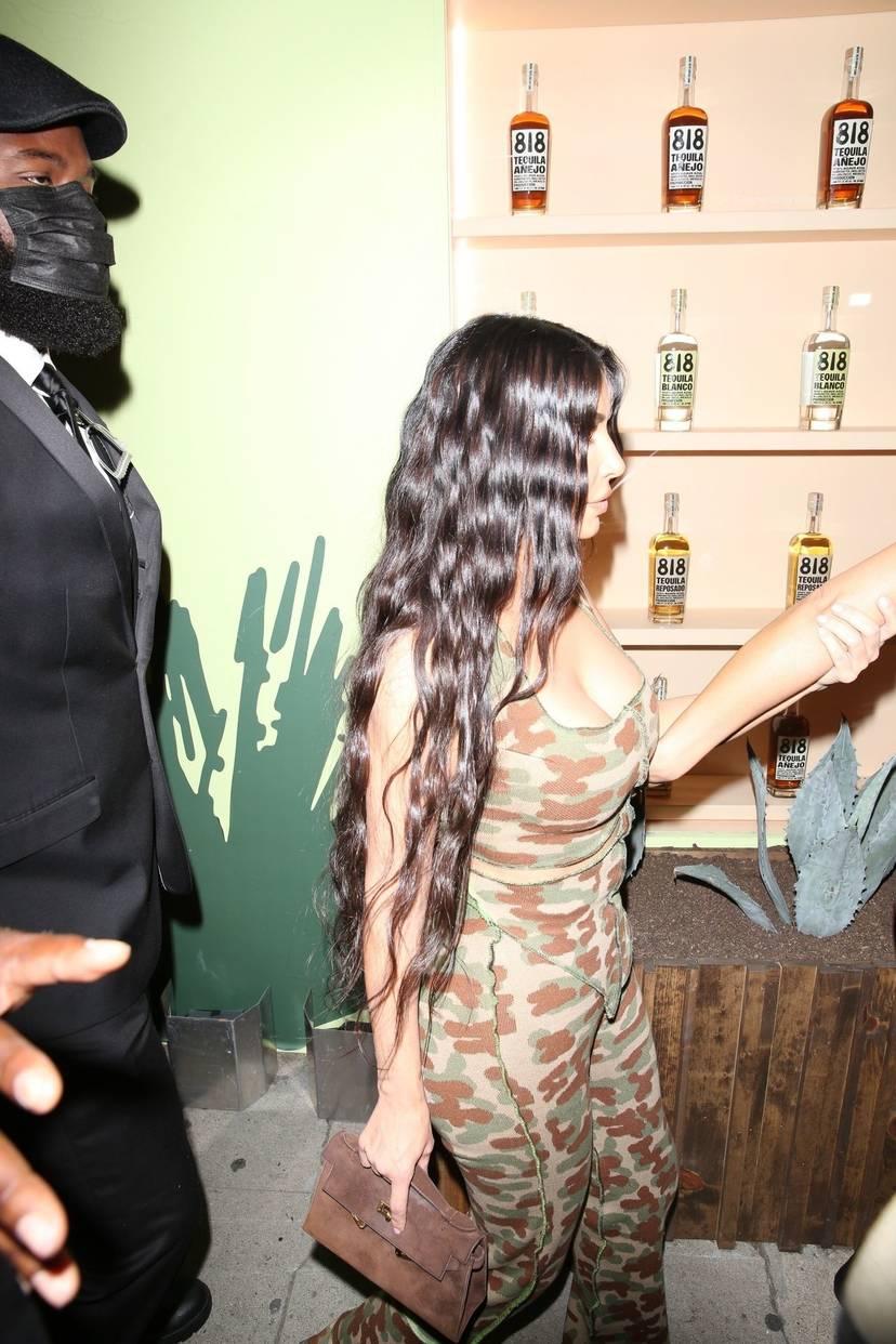 Kim Kardashian Sexy 71