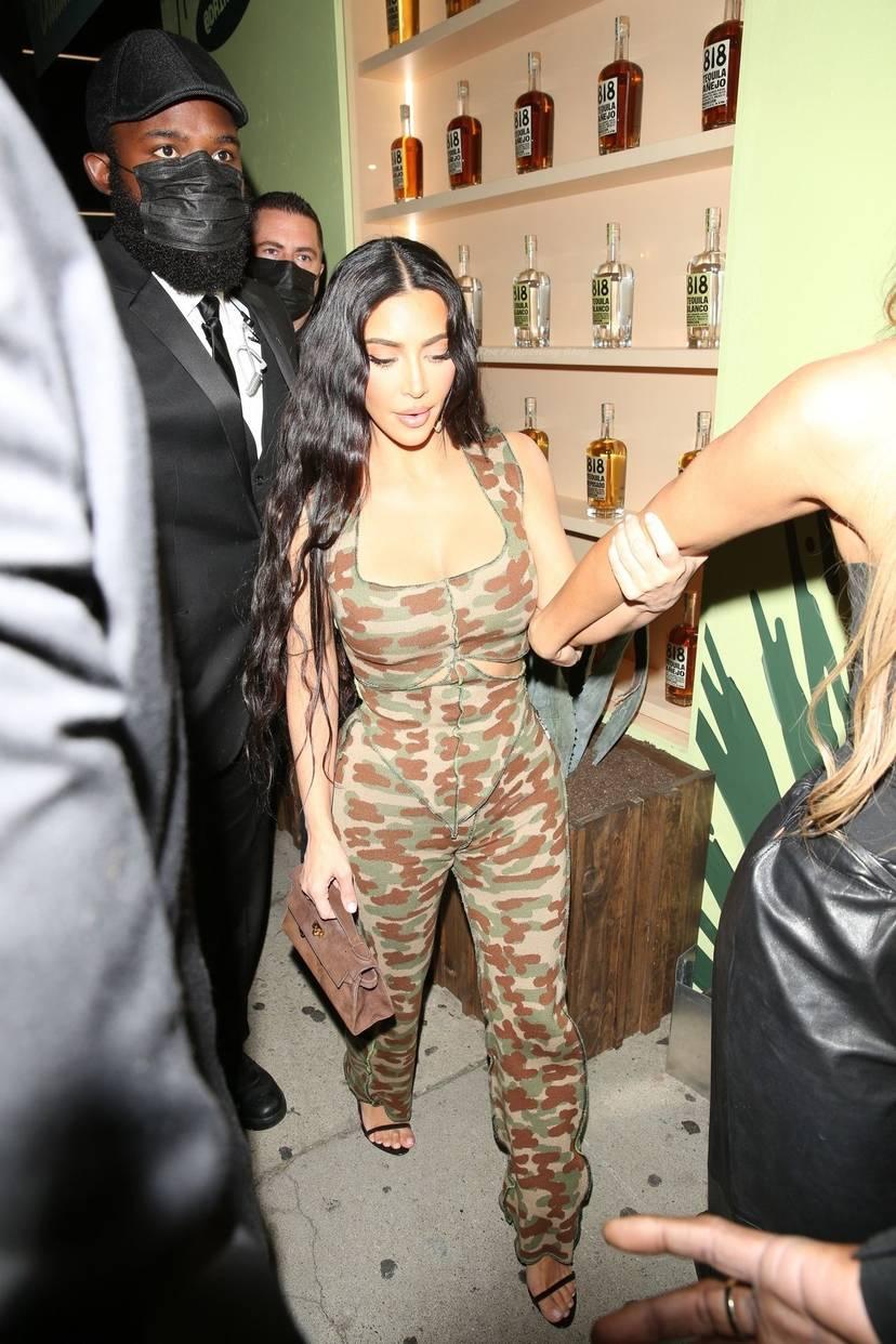 Kim Kardashian Sexy 75