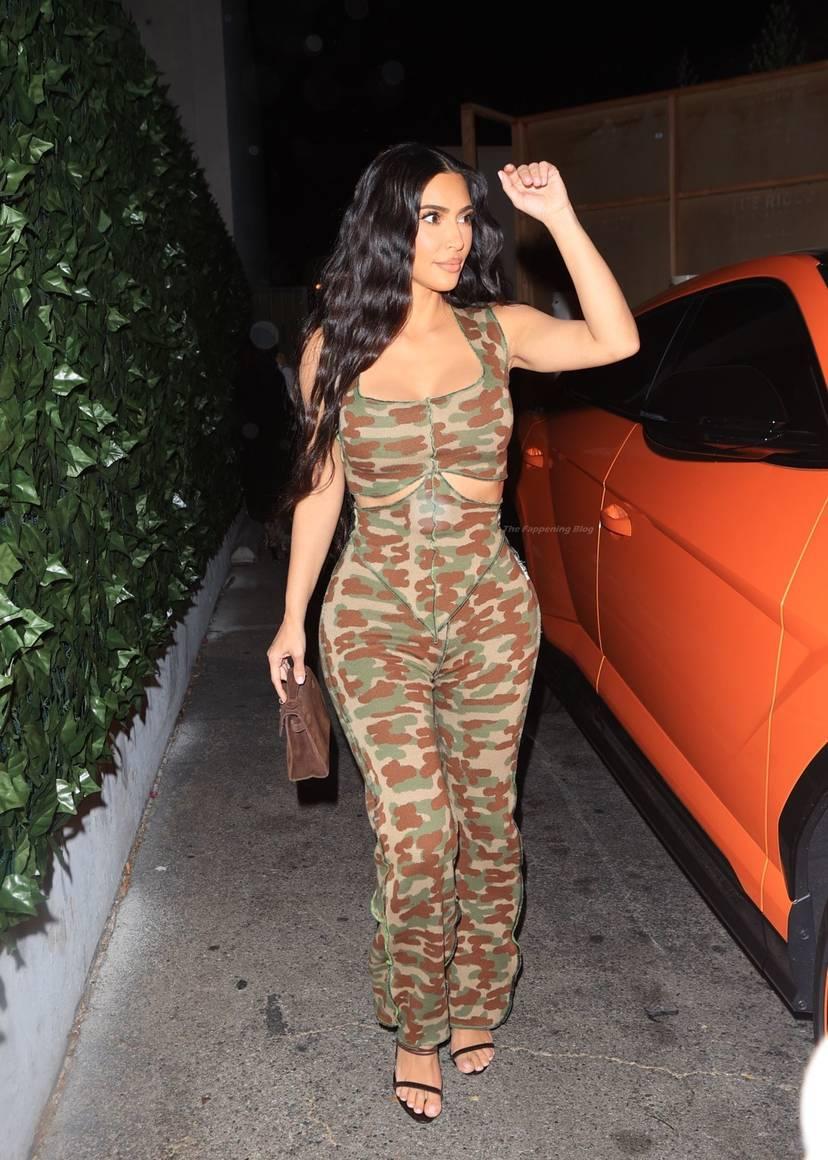 Kim Kardashian Sexy 77