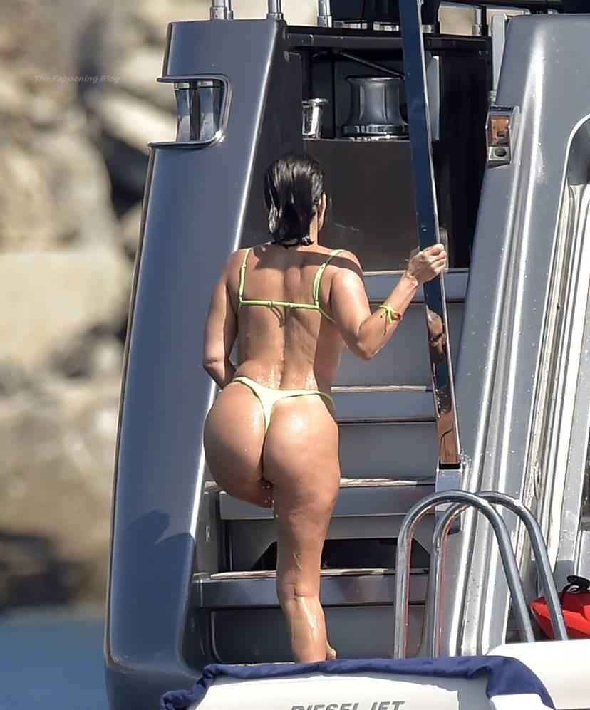 Kourtney Kardashian Butt 30