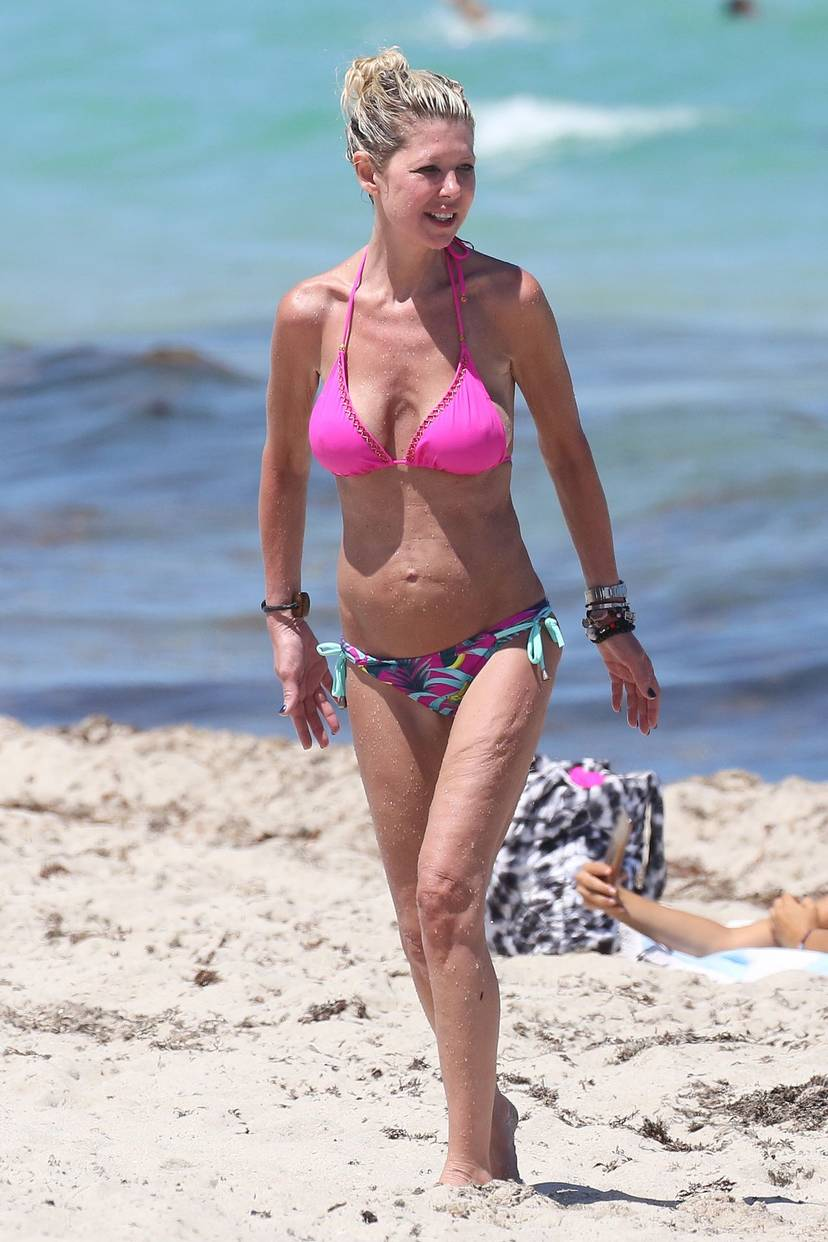 Tara Reid Bikini 6