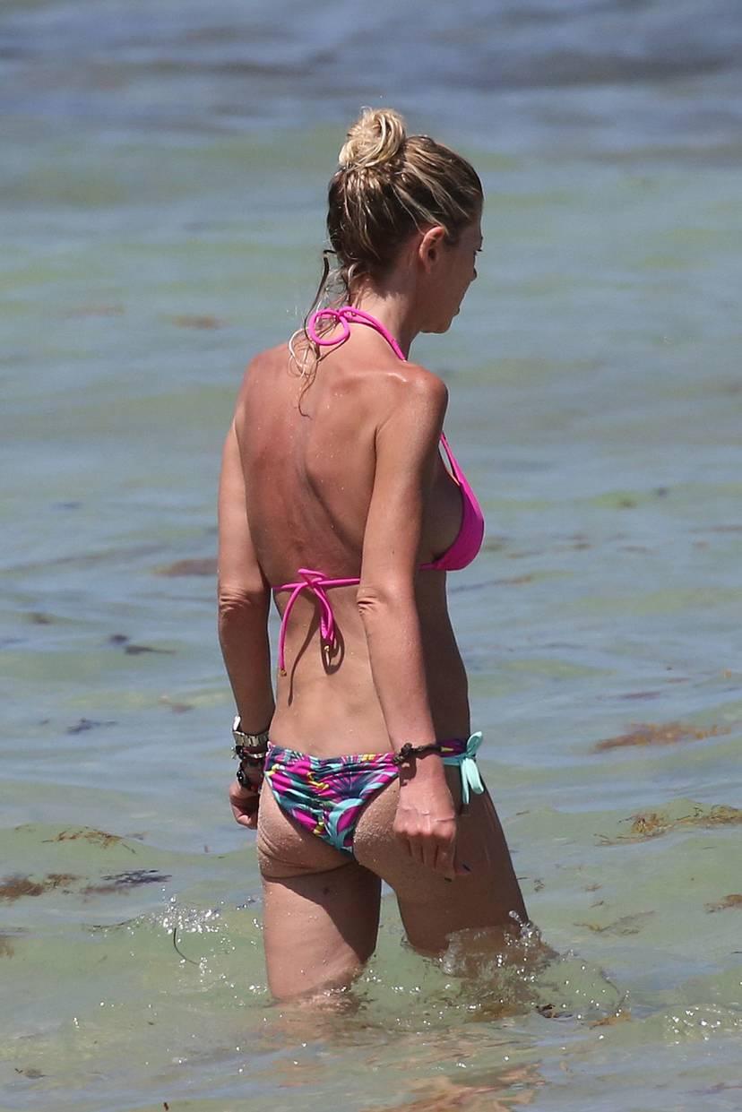 Tara Reid Bikini 19