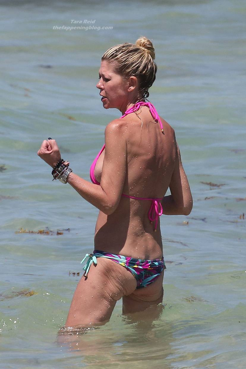 Tara Reid Bikini 21