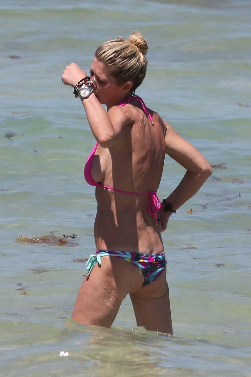 Tara Reid Bikini 22