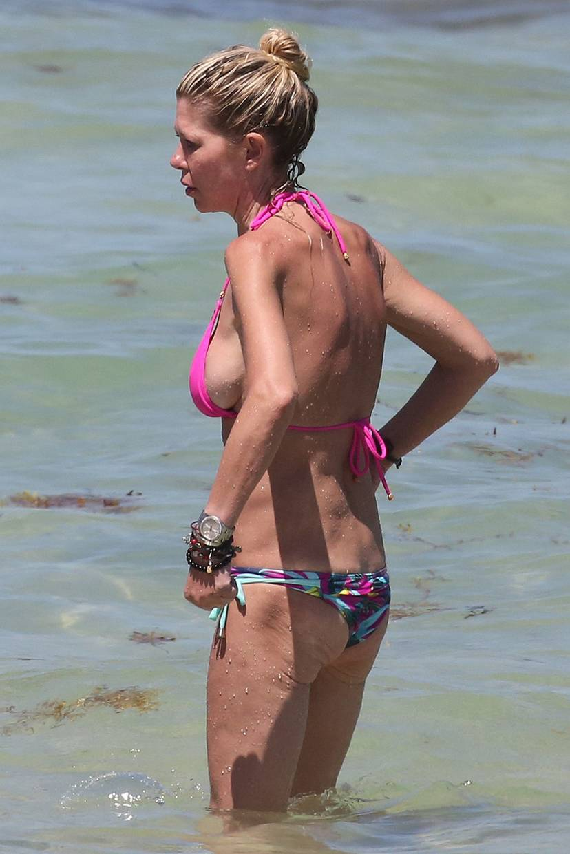 Tara Reid Bikini 23