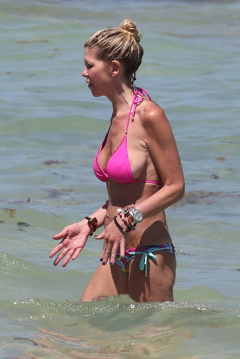 Tara Reid Bikini 24