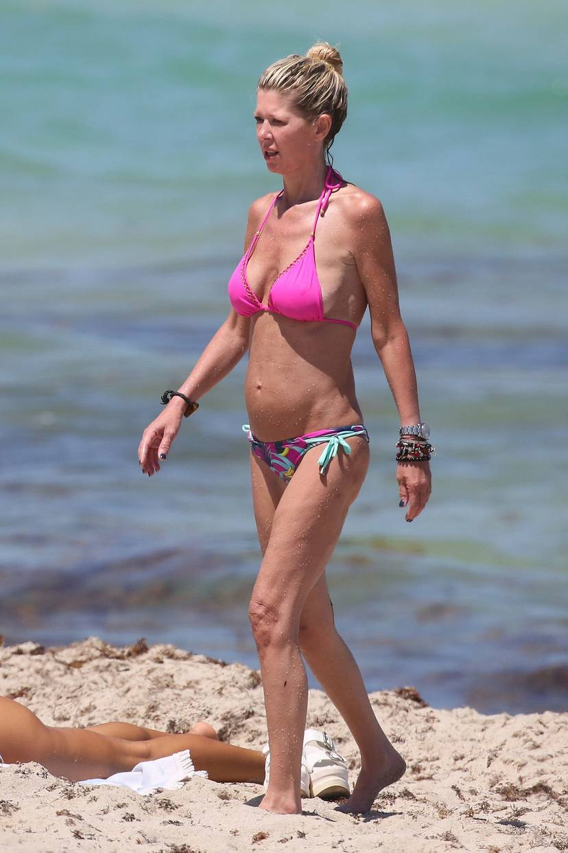 Tara Reid Bikini 27