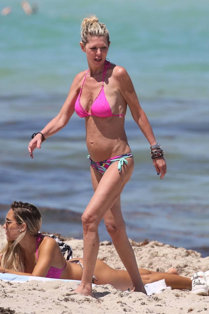 Tara Reid Bikini 28