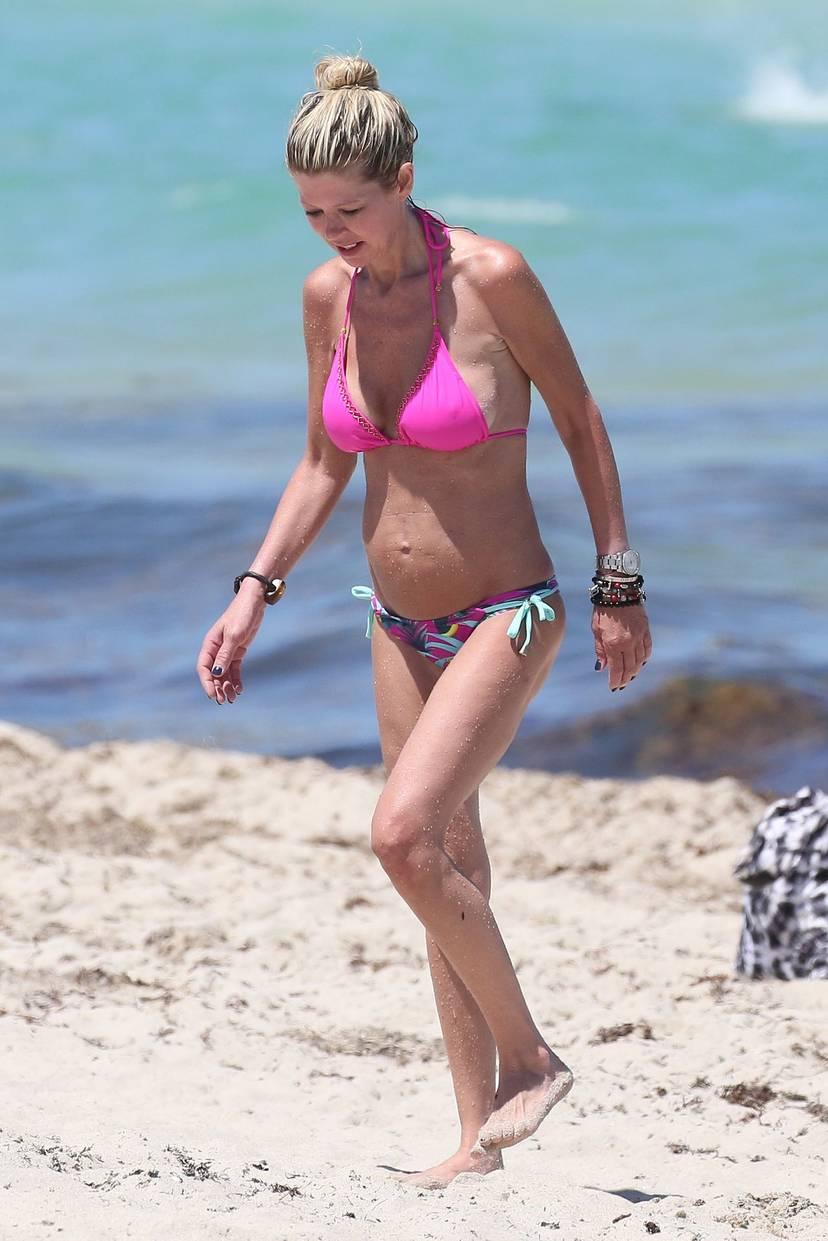 Tara Reid Bikini 37