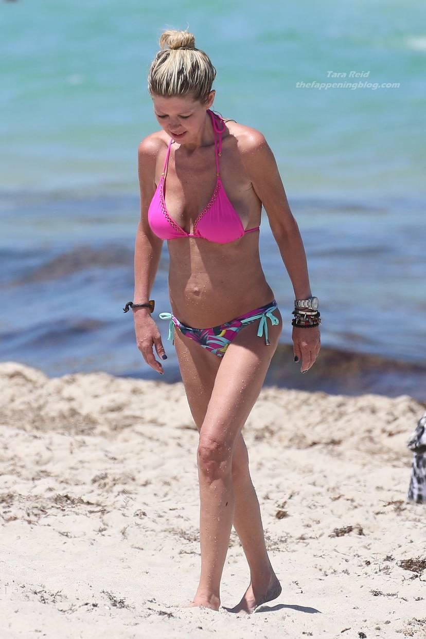 Tara Reid Bikini 38